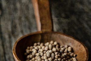 close-up-food-peppercorns-101517
